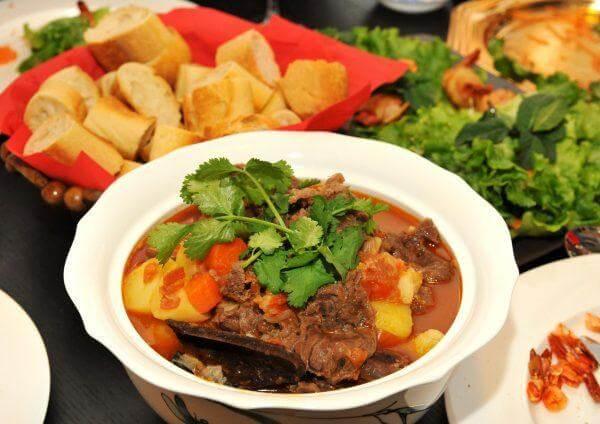 Hướng dẫn nấu món bò sốt vang với khoai tây