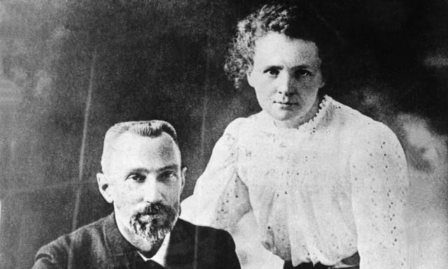 Vợ chồng Marie Sklodowska và Pierre