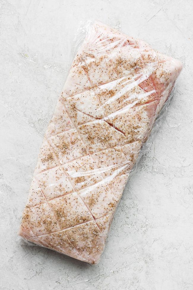 Làm thịt quay kiểu này đảm bảo bì giòn thịt mềm ai ăn cũng khen tấm tắc - Ảnh 7.